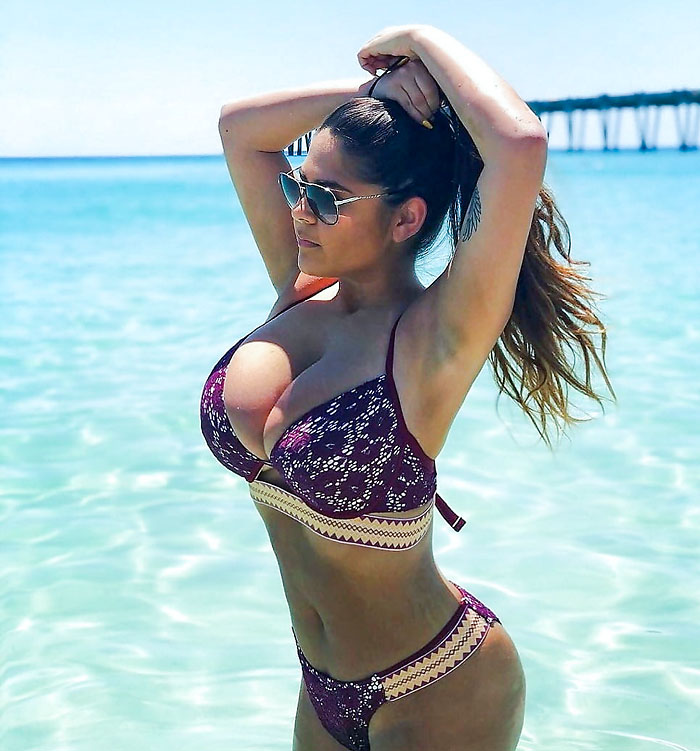 fe3060e6 Noen SEXY og DEILIGE amatørmodeller viser det ALLER SISTE av bademote